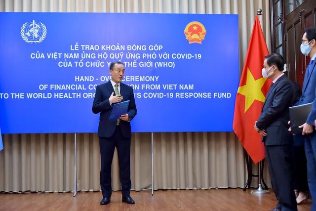 Việt Nam trao tượng trưng khoản đóng góp 50.000 USD ủng hộ Quỹ ứng phó với COVID-19 của WHO - Ảnh 2.