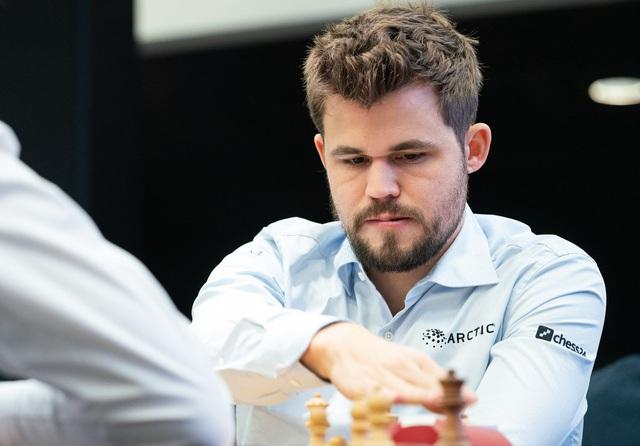 Vòng 4 Giải cờ vua trực tuyến Magnus Carlsen: Bất ngờ Hikaru Nakamura, Magnus Carlsen vẫn dẫn đầu - Ảnh 3.
