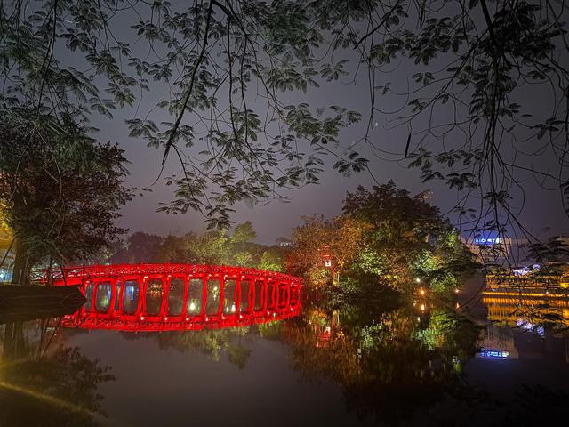 Dịch COVID-19: Hà Nội vắng lặng như tờ trong ngày đầu thực hiện Chỉ thị 16 của Thủ tướng Chính phủ - Ảnh 7.