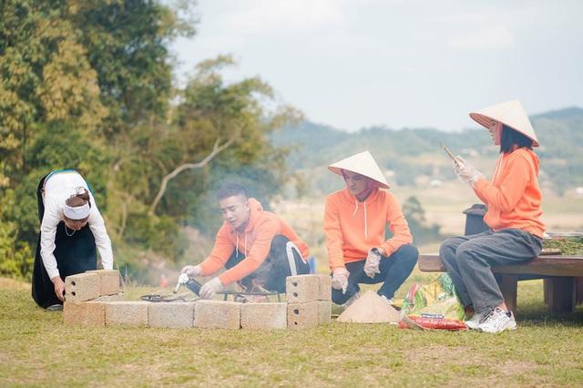 Ẩm thực kỳ thú: Duy Nam lần đầu bắt lợn, Mạc Văn Khoa lên núi hái măng - Ảnh 3.