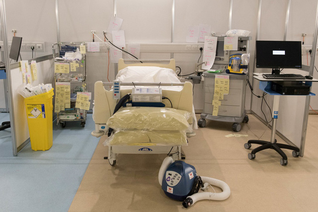 Anh mở cửa bệnh viện dã chiến lớn nhất thế giới chỉ sau 9 ngày - Ảnh 2.