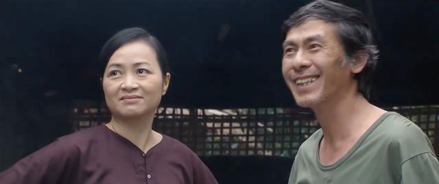 Những ngày không quên - Tập 1: Bố Sơn bị cô Xuyến ép giải cứu thực phẩm; Khoa - Uyên sắp làm đám cưới - ảnh 3