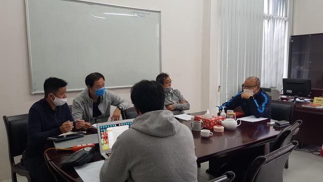 HLV Park Hang Seo khẳng định vẫn làm việc hàng ngày dù bóng đá tạm nghỉ vì COVID-19 - Ảnh 1.