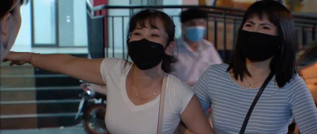 Những ngày không quên - Tập 2: Bố Sơn và Dương hốt hoảng nghe hàng xóm báo tin Hà Nội toang rồi - Ảnh 2.