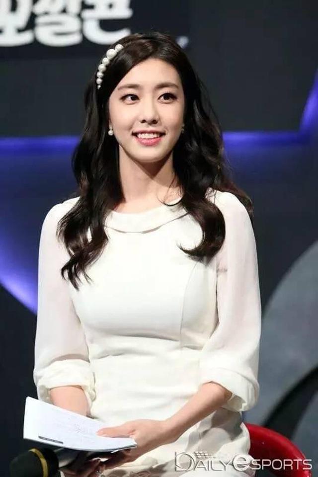 Vợ mới cưới của tài tử So Ji Sub sở hữu vẻ ngoài xinh đẹp và kiều diễm - Ảnh 3.