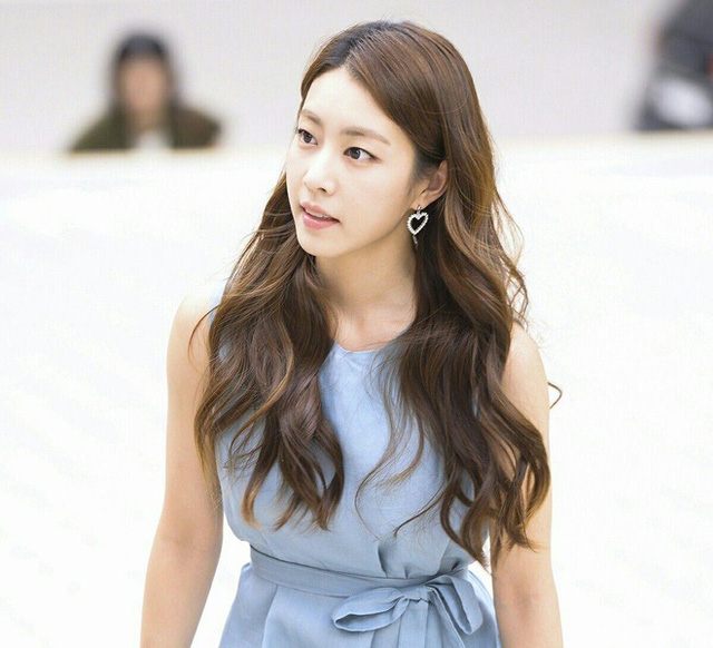 Vợ mới cưới của tài tử So Ji Sub sở hữu vẻ ngoài xinh đẹp và kiều diễm - Ảnh 7.