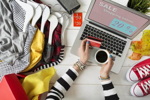 Có an toàn khi mua sắm quần áo trực tuyến trong mùa dịch? - ảnh 1