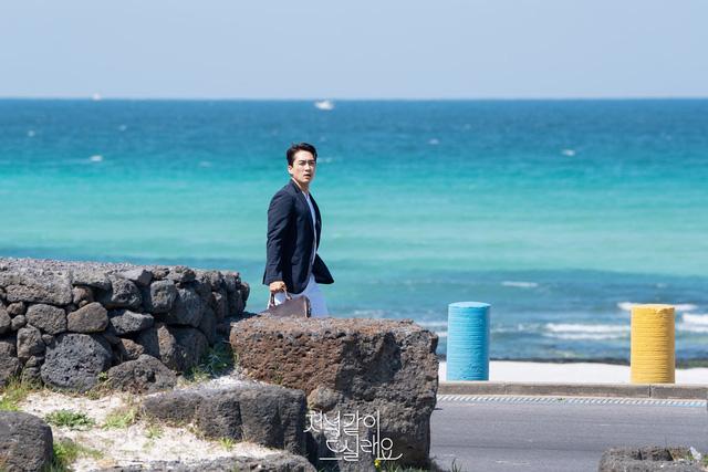 Song Seung Heon xuất hiện đầy lịch lãm trong phim mới - Ảnh 1.