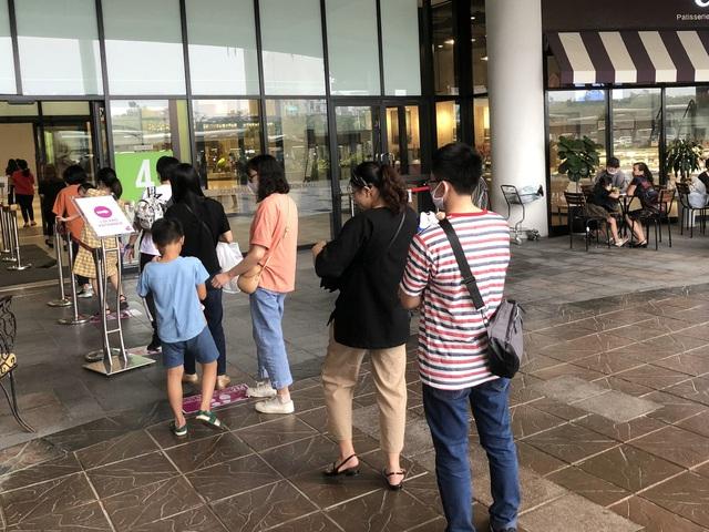 Hà Nội: Các trung tâm thương mại không quá đông trong dịp nghỉ lễ - Ảnh 5.