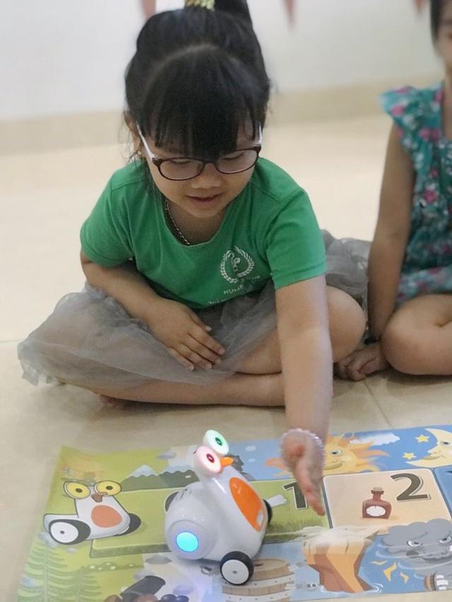 Thú vị lớp học lập trình robot của các bé mầm non - Ảnh 2.