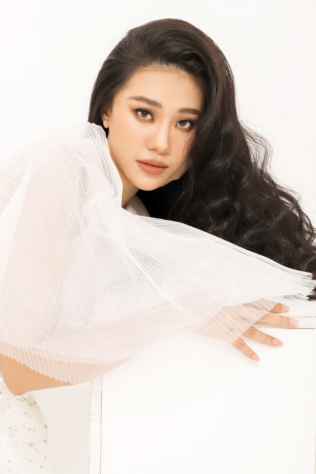 Á hậu Kim Duyên tiết lộ tăng... 10kg - Ảnh 1.