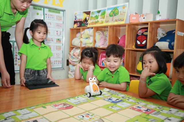Thú vị lớp học lập trình robot của các bé mầm non - Ảnh 7.