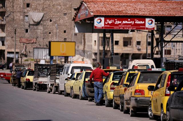Syria quyết định giảm trợ giá nhiên liệu ô tô - Ảnh 1.