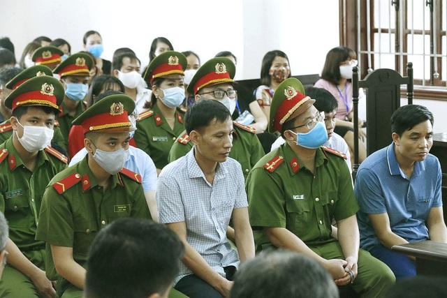 Xét xử sơ thẩm 15 bị cáo trong vụ án gian lận điểm thi THPT Quốc gia tại Hòa Bình - ảnh 5
