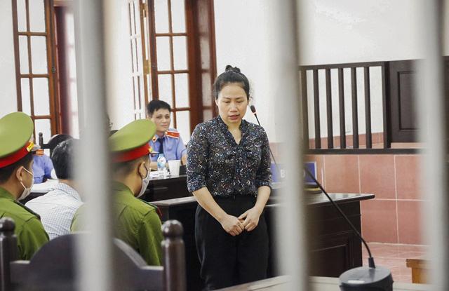 Xét xử sơ thẩm 15 bị cáo trong vụ án gian lận điểm thi THPT Quốc gia tại Hòa Bình - ảnh 4