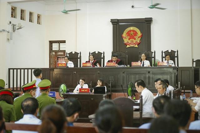 Xét xử sơ thẩm 15 bị cáo trong vụ án gian lận điểm thi THPT Quốc gia tại Hòa Bình - ảnh 3