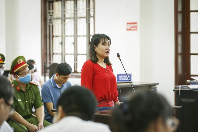 Xét xử sơ thẩm 15 bị cáo trong vụ án gian lận điểm thi THPT Quốc gia tại Hòa Bình - ảnh 2
