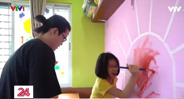 Những nụ cười ở lớp học vẽ đặc biệt dành cho trẻ tự kỷ - Ảnh 1.