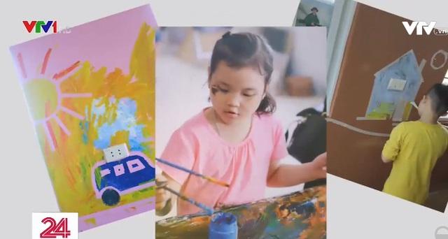 Những nụ cười ở lớp học vẽ đặc biệt dành cho trẻ tự kỷ - Ảnh 2.
