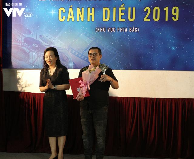 Nhìn lại những hình ảnh đáng nhớ tại lễ trao giải Cánh diều 2019 - Ảnh 2.