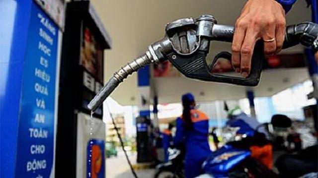 Giá xăng dầu xuống đáy, cước vận tải vẫn quyết án binh bất động - Ảnh 2.