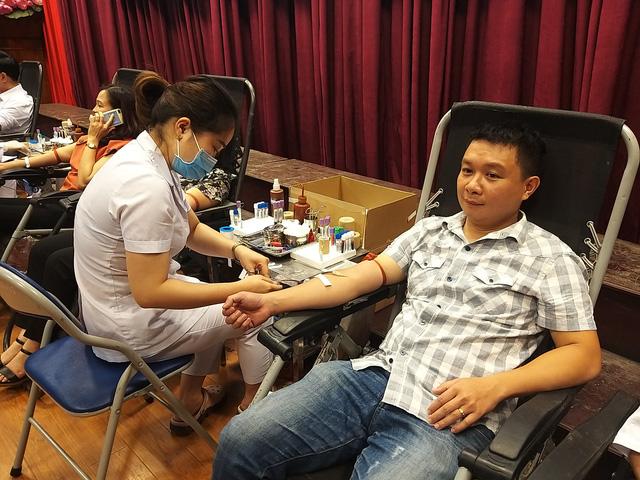 Tiếp nhận hàng trăm đơn vị máu tại Học viện Báo chí và Tuyên truyền trong mùa dịch COVID-19 - Ảnh 2.