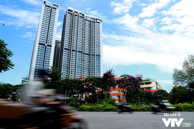 Đường phố Hà Nội nhuộm màu nắng vàng - Ảnh 3.