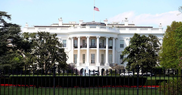 Ai sẽ chèo lái nước Mỹ nếu Tổng thống Trump dính COVID-19? - Ảnh 2.