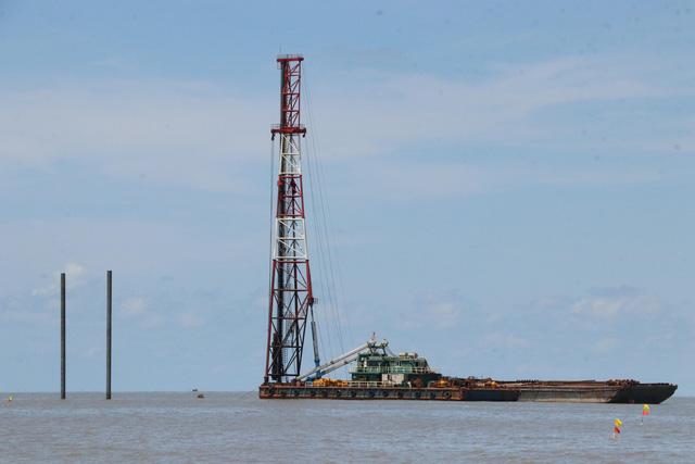 Cà Mau khảo sát về thông tin tua bin điện gió Tân Thuận cản trở giao thông biển - Ảnh 1.