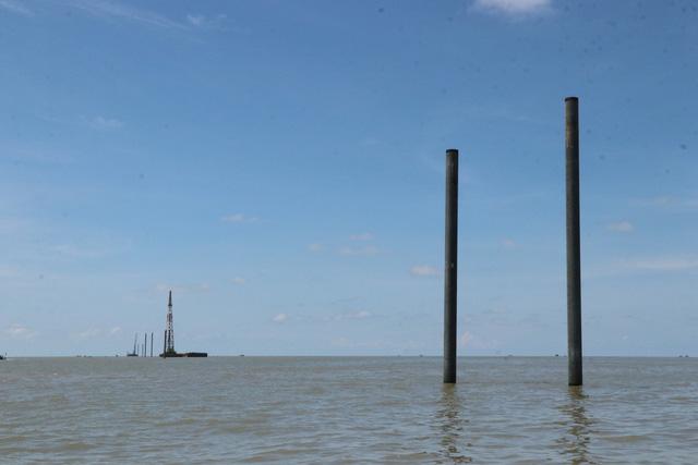 Cà Mau khảo sát về thông tin tua bin điện gió Tân Thuận cản trở giao thông biển - Ảnh 2.