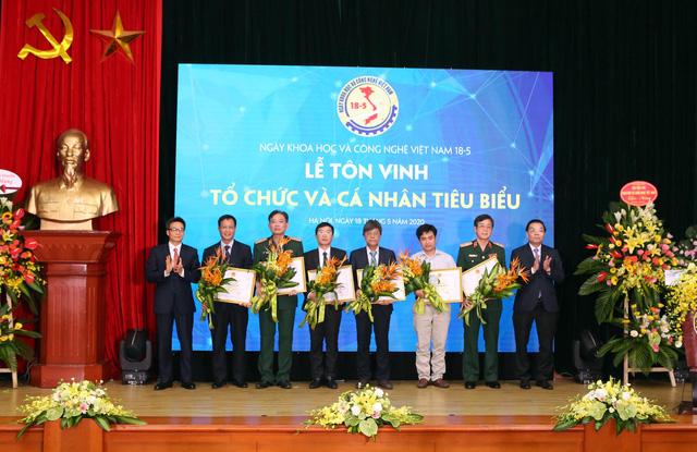 Giải thưởng Tạ Quang Bửu 2020: Vinh danh các nhà khoa học tài năng và những tấm gương chống dịch COVID-19 - Ảnh 6.