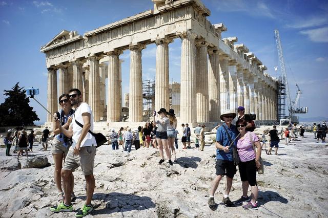 Nhiều nước châu Âu quyết mạnh tay để phục hồi du lịch - Ảnh 4.