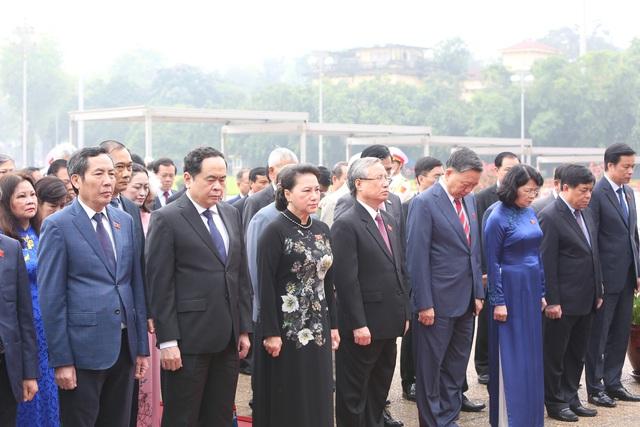 Lãnh đạo Đảng, Nhà nước, đại biểu Quốc hội vào Lăng viếng Bác - ảnh 5