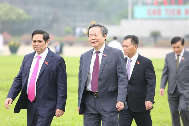 Lãnh đạo Đảng, Nhà nước, đại biểu Quốc hội vào Lăng viếng Bác - ảnh 8