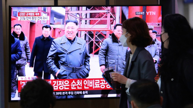Nhà lãnh đạo Triều Tiên Kim Jong-un lần đầu tiên xuất hiện trước công chúng kể từ ngày 11/4 - Ảnh 2.