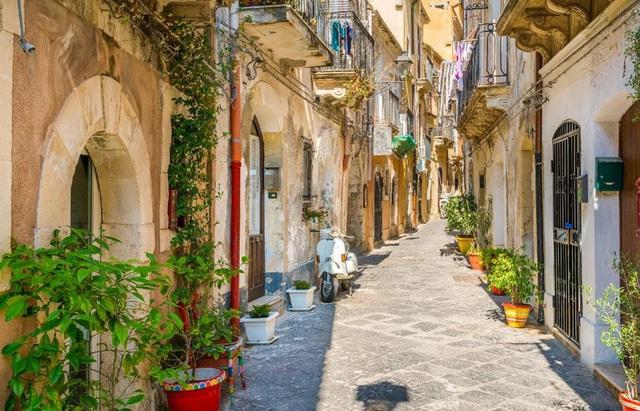 Hậu COVID-19, đảo Sicily (Italy) hỗ trợ nửa giá vé máy bay cho du khách - ảnh 2