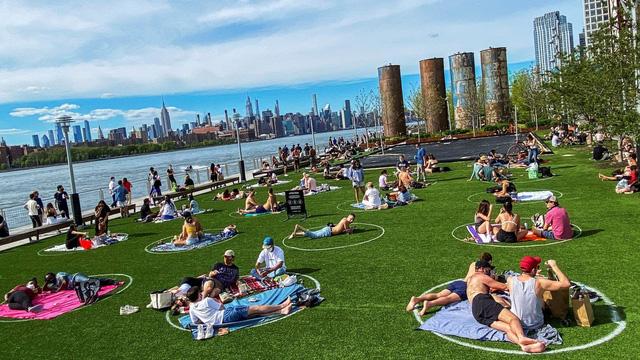 """Ngộ nghĩnh """"bãi đỗ dành cho người"""" tại công viên Brooklyn (Mỹ) - Ảnh 2."""