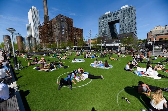 """Ngộ nghĩnh """"bãi đỗ dành cho người"""" tại công viên Brooklyn (Mỹ) - Ảnh 1."""
