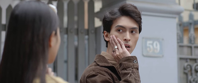 Nhà trọ Balanha - Tập 27: Chết cười màn tranh thủ hôn trên xe bus của Lâm - Hân - ảnh 5