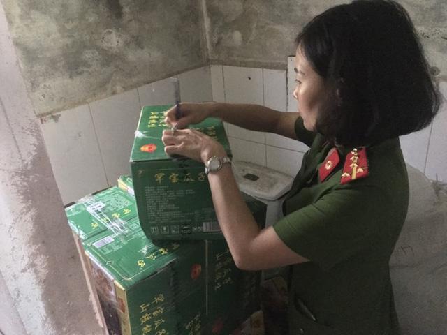 Thu giữ số lượng lớn nguyên liệu trà sữa nhập lậu ở Hà Nội - Ảnh 1.