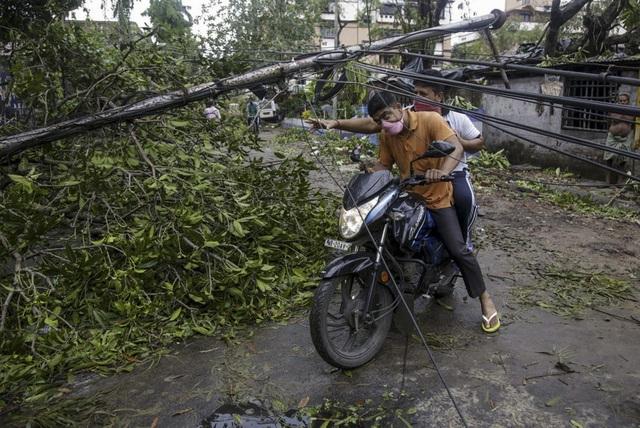 Siêu bão Amphan tàn phá Ấn Độ và Bangladesh, ít nhất 20 người thiệt mạng - Ảnh 9.