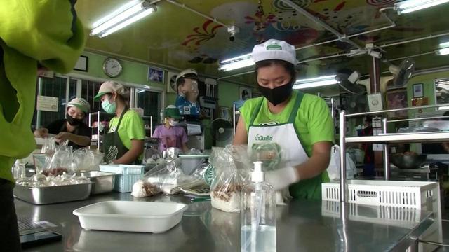 Dịch vụ giao đồ ăn trực tuyến làm gia tăng rác thải nhựa - Ảnh 1.