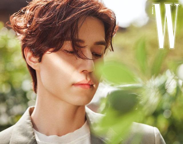 Lee Dong Wook lạnh lùng và lãng tử trong bộ ảnh mới - Ảnh 2.