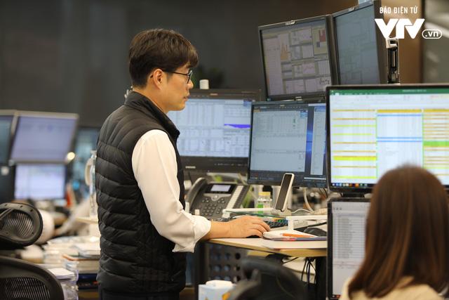 Bên trong sàn đặt lệnh chứng khoán hiện đại nhất Hàn Quốc - Ảnh 3.