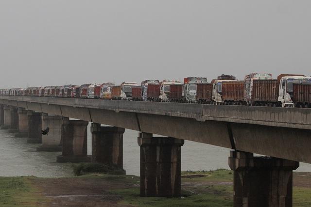 Cận cảnh thiệt hại do siêu bão Amphan gây ra tại Ấn Độ - Ảnh 1.