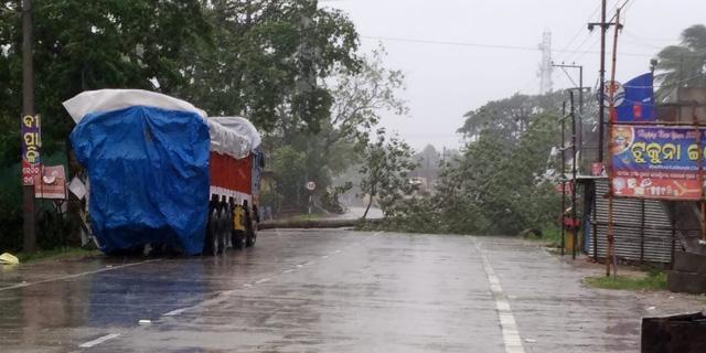 Cận cảnh thiệt hại do siêu bão Amphan gây ra tại Ấn Độ - Ảnh 3.