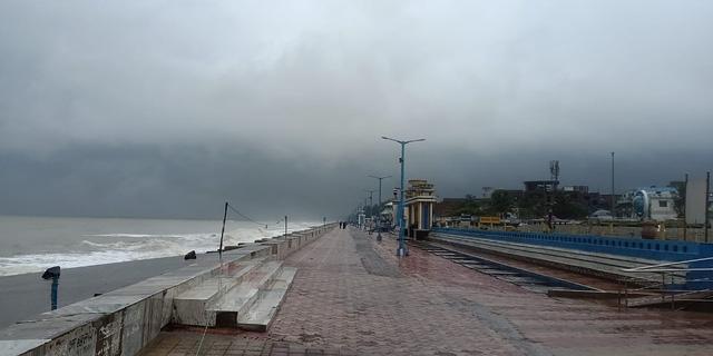 Cận cảnh thiệt hại do siêu bão Amphan gây ra tại Ấn Độ - Ảnh 4.