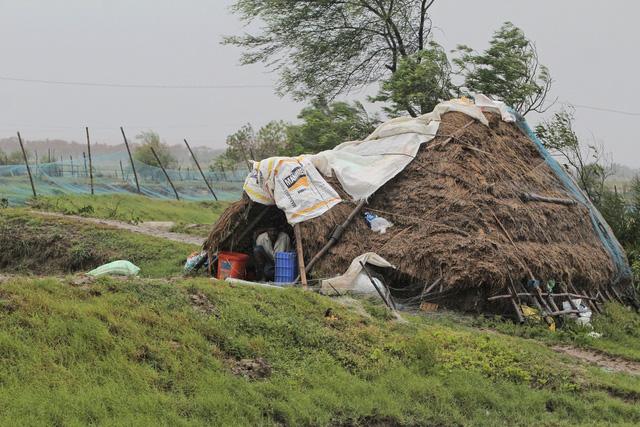 Cận cảnh thiệt hại do siêu bão Amphan gây ra tại Ấn Độ - Ảnh 6.