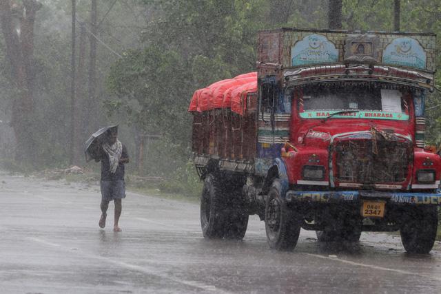 Cận cảnh thiệt hại do siêu bão Amphan gây ra tại Ấn Độ - Ảnh 8.