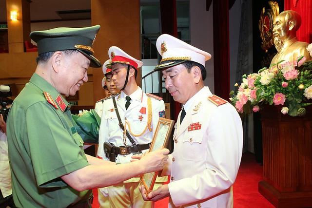 Công bố các quyết định bổ nhiệm cán bộ cao cấp tại Bộ Công an - Ảnh 1.